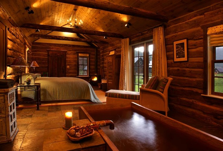 Luxuary Log Home Bedroom « The Log Builders